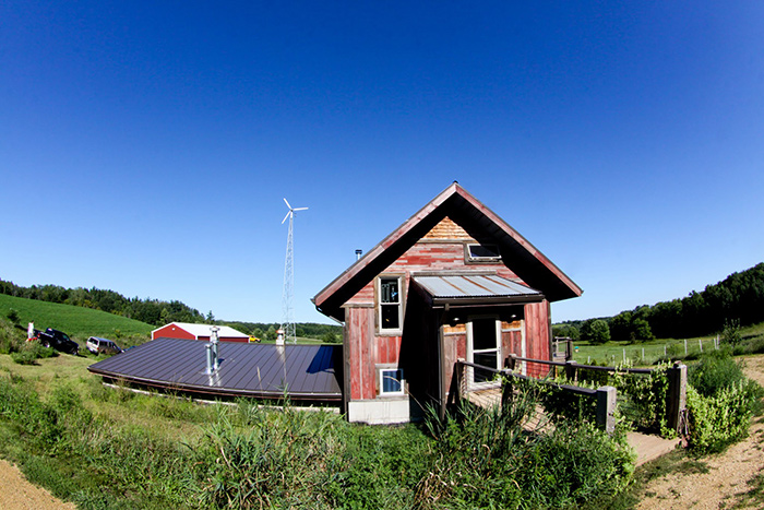 Daves-BrewFarm-and-Windmill-Photo-by-Aaron-Davidson