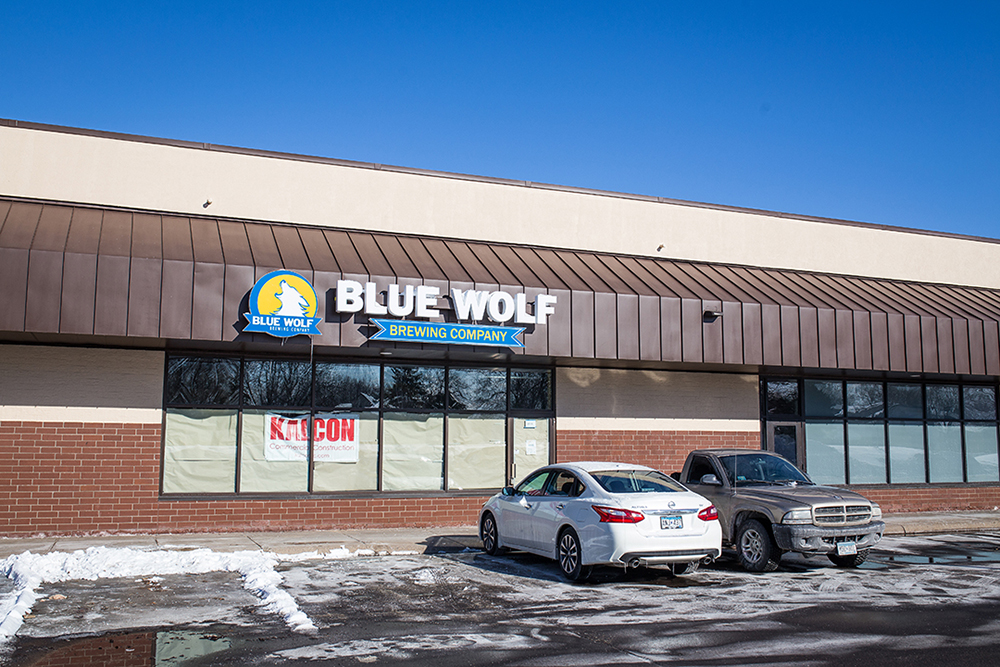 The exterior of Blue Wolf Brewing Company. The next door Broadway Pizza will deliver to the taproom // Photo by Aaron Davidson