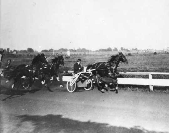 Dan Patch leading the race at an unknown location // Photo courtesy Minnesota Historical Society