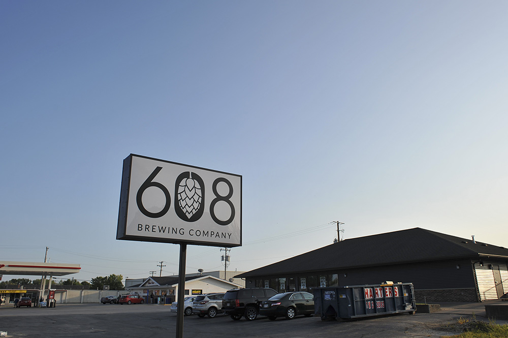 608 Brewing Company's exterior and taproom location on Copeland Avenue in La Crosse, Wisconsin // Photo by Louis Garcia